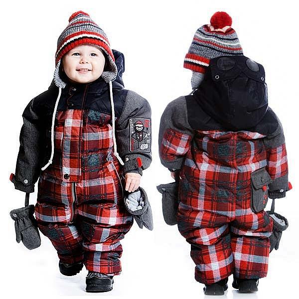 Как выбрать зимний комбинезон малышу до года